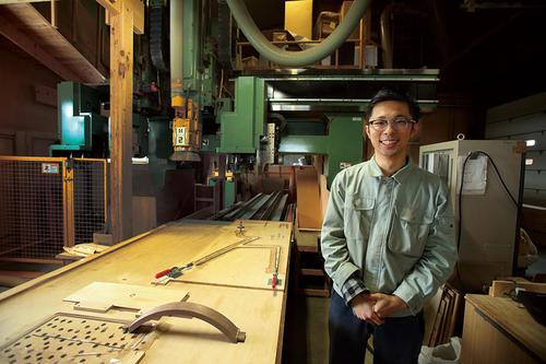 家具ファン垂涎「ISU-WORK」を手がける津別の若者。山上木工