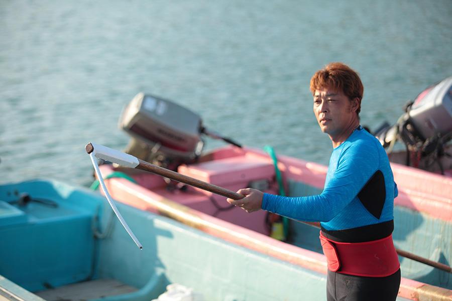 昆布漁を伝える、昆布漁師。