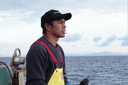 ホタテ漁師の三代目は、頼れる若き親方。