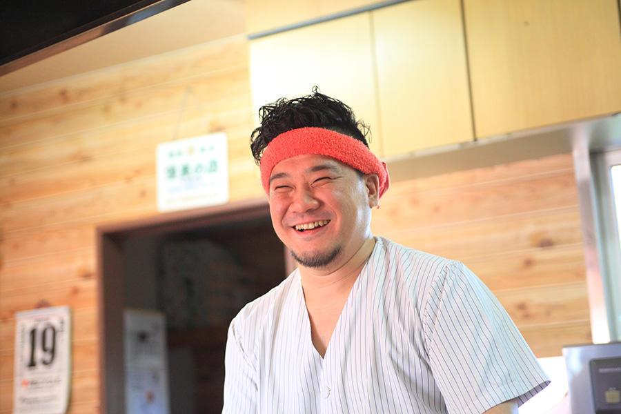 老舗ラーメン店が天ぷらを揚げる理由。