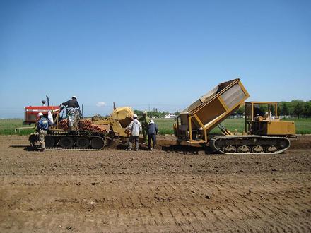 暗渠技術で農業の活性化に貢献。株式会社ナラ工業