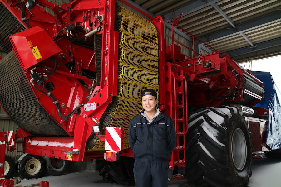 美瑛の農家を支えるお仕事!日本に2台しかない収穫機に乗るお仕事