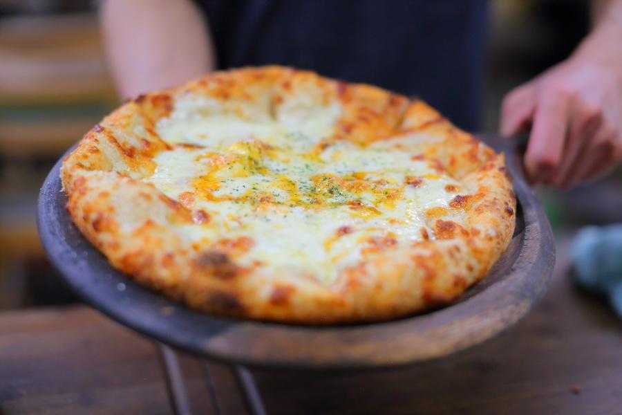 都会も田舎も経験してたどり着いた理想の暮らしと究極のピザ!