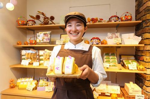 地元で花開く笑顔が一番!砂川の人気お菓子店で働く地元女子